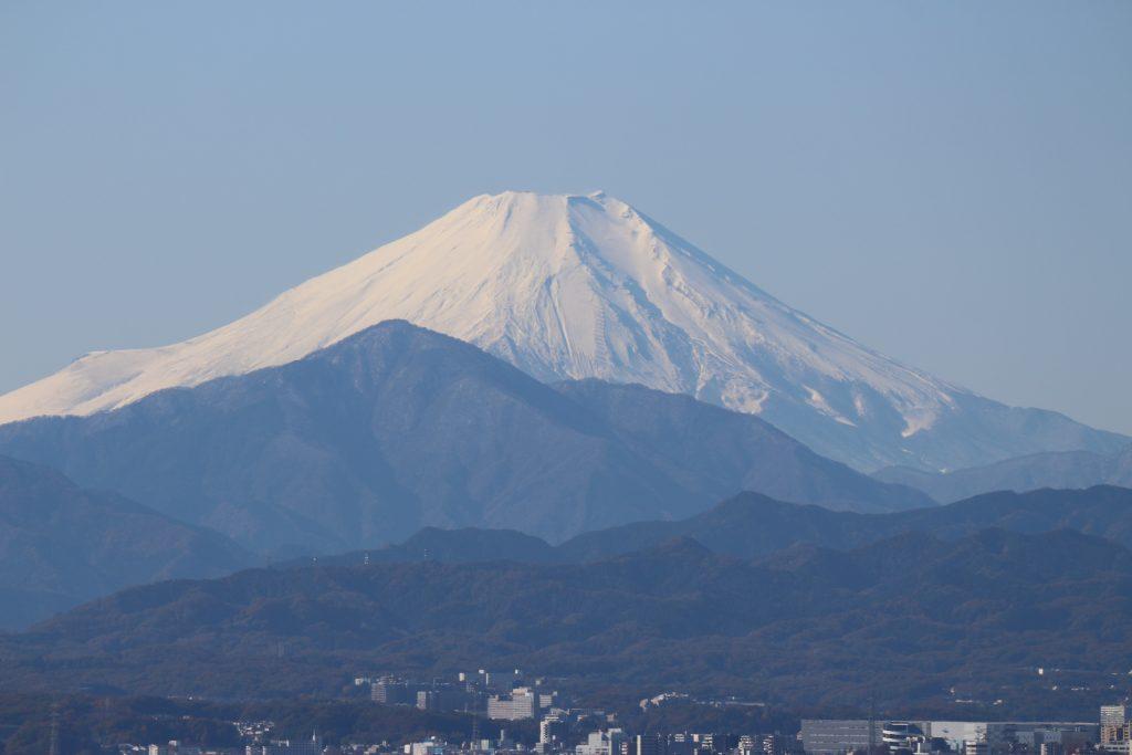 ウエスト棟25階から富士山方向を望む。