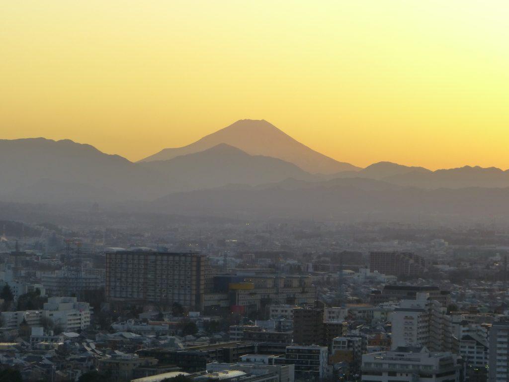 夕方の富士山。2020年2月当社撮影。